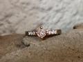 Förlovningsring-14-Vitguldsring-med-morganit-i-roseguldsklor