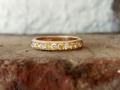 Förlovningsring-15-Alliansring-med-naturligt-gula-och-vita-diamanter
