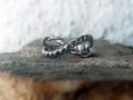 Förlovningsring-16-Special-en-tvinnad-skena-och-en-med-gröna-och-blåa-diamanter