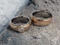 Förlovningsring-17-Tvåfärgade-maffiga-med-stor-vit-diamant-i-damring