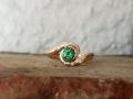 Förlovningsring-21-Rödguldsring-med-tsavoritgranat-och-diamanter