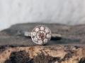 Förlovningsring-28-Vitguldsring-med-Champagne-och-vita-diamanter