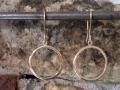 Omarbetning 1 - Två släta ringar omarbetade till örhängen