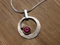 Halsband 3 - Vitguldshänge med rödguldsfattningar, diamanter och rosa turmalin