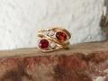Ring 4 - Vågring i rödguld med granat, rubin och diamanter
