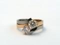 Ring 7 - Två ringar omlott med 0,60ct diamant i vardera