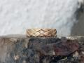 Ring 9 - Rödguldsring med skåror och diamant